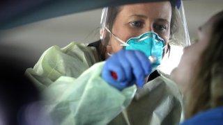 La prueba de coronavirus se realiza en tu carro.