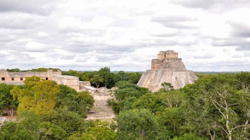 TLMD-mexico-ruinas-mayas-uxmal-yucatan-shutterstock_390080200