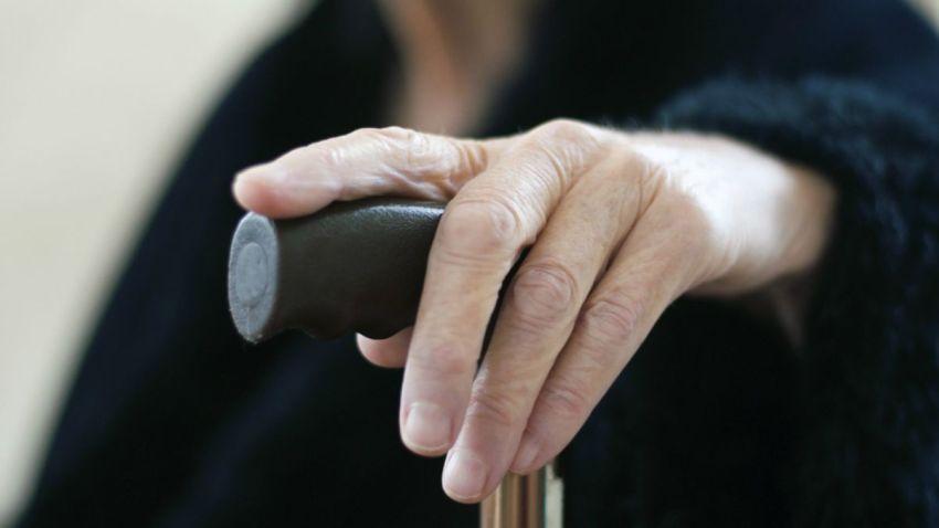 TLMd-generica-anciana-tercera-edad-abuela-shutterstock_119059435