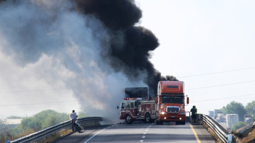 Quema de camiones en Guanajuato