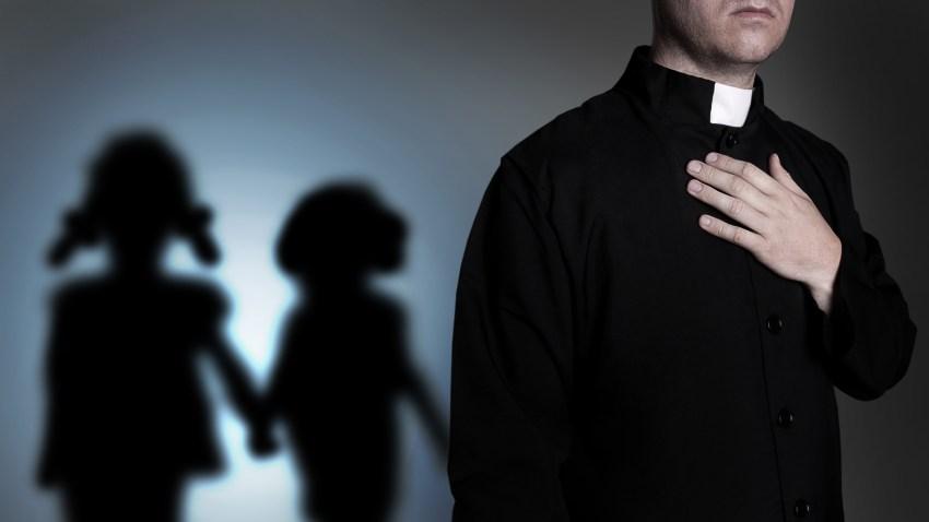 sacerdote-lista-abusos-california-LA-shutterstock_212808556