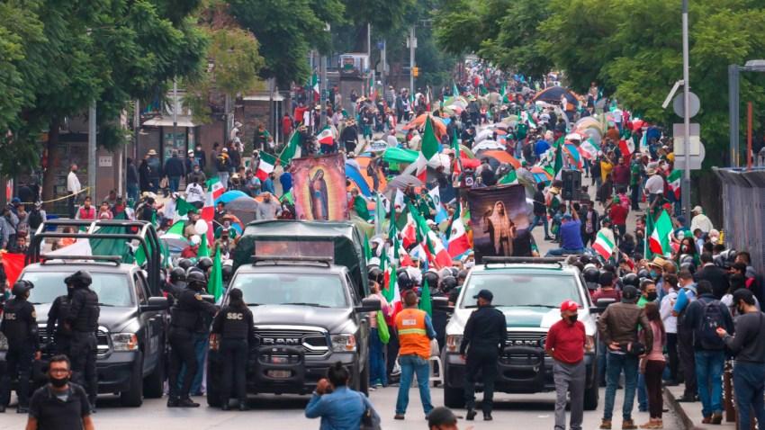 Protesta de opositores de AMLO