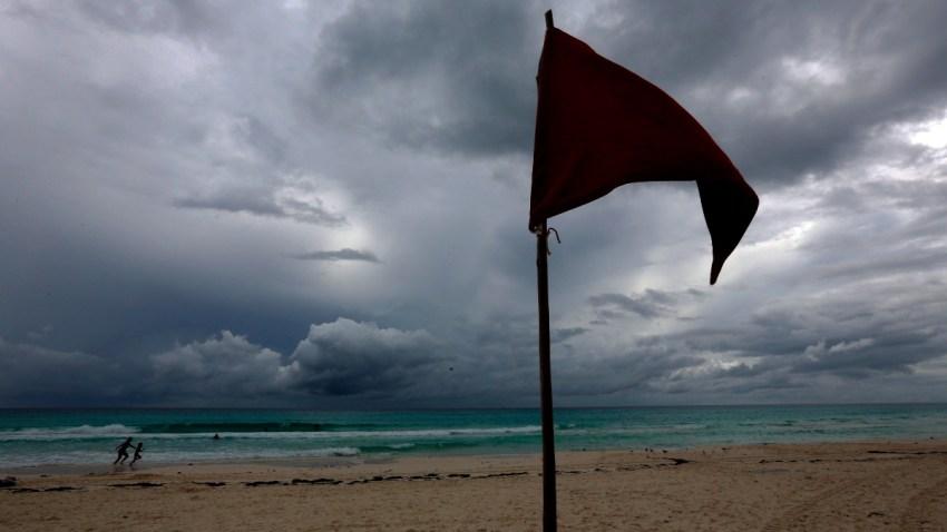 Playa en Cancún previo a la llegada del huracán Delta