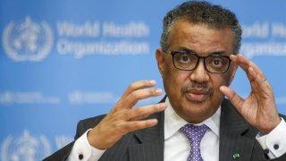 Imagen del director general de la Organización Mundial de la Salud (OMS), Tedros Adhanom Ghebreyesus, habla durante una rueda de prensa en Ginebra (Suiza).