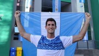 Atleta argentino con su bandera