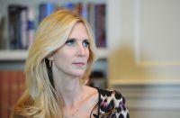 La presencia de Ann Coulter desató el descontento de miles de estudiantes, quienes desaprueban sus ideales.