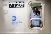 Unas 5.6 millones de personas usan el metro cada día para moverse por la ciudad de Nueva York. ¿Pero qué sabemos realmente acerca del transporte público?...