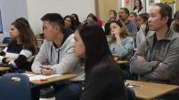 Mientras que continua el escándalo de fraude en el ingreso a universidades de prestigio, un taller en la Bahía buscó orientar a familias...