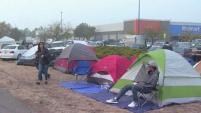 Los evacuados por el incendio Camp  aseguran que aunque viven en tiendas de campaña no corren el riesgo de contraer enfermedades luego que se confirmara...