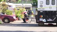 Residentes en un parque de casas móviles en East Palo Alto están intrigados y sorprendidos luego de que uno de sus vecinos fuera encontrado muerto...