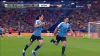 Edinson Cavani pone a Uruguay de líder de grupo con un cabezazo impecable.