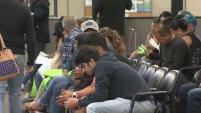 Padres inmigrantes afirmaron que ante el temor de una posible deportación prefieren que sus hijos, algunos ciudadanos estadounidenses, tengan las...