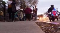 El grupo comunitario Mamas Unidas y la organización Caridades Católicas llevaron a cabo una posada que estuvo acompañada de una procesi&oac...