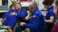 Cosmonautas llegaron a la Estacion Espacial Internacional y se saludaron con los astronautas que allí residen, a 230 millas de distancia de la superficie...