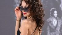 La modelo Angélique Keller asistió al Mercedes-Benz Fashion Week en Berlín, Alemania, con un vestido que dejaba su derriere al descubierto.
