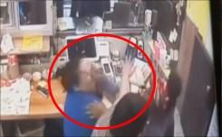 Clientes descontentos habrían agredido a empleada a puños y hasta con tacos
