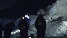 Buscan cuerpo enterrado tras deslizamiento en SF