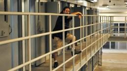 """""""Alójate en mi prisión"""": se rentan celdas para vivir como preso"""