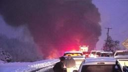 Camión cargado con gasolina explota en plena carretera