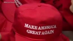 Latinos crean gorras de Donald Trump
