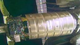 Nave se acopla a estación espacial
