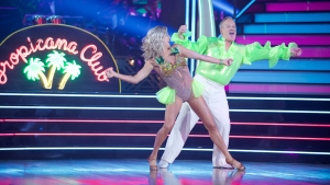 Trump pide apoyo para su exvocero en concurso de baile