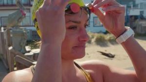 Mujer nada 22 millas en la costa de San Francisco