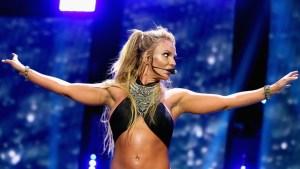 Video: Brassier de Britney Spears se abre en pleno show