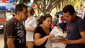 Hispanos se registran en masa para votar
