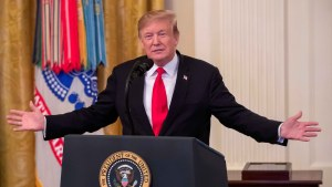 Trama rusa: Trump evita revelar si repartirá indultos