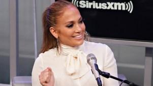 Jennifer López se conmueve y llora en entrevista