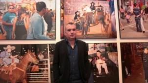 Muestran en fotos realidad de latinos en EEUU