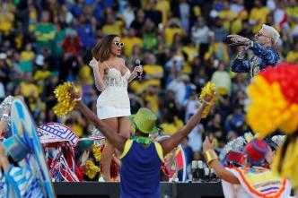 La sensual Anitta junto a Pedro Capó clausuran la Copa América
