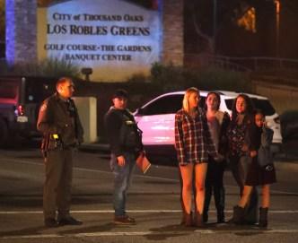 Banderas a media asta por masacre en bar de California