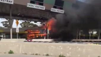 Cierran carriles del peaje Benicia-Martinez por auto en llamas