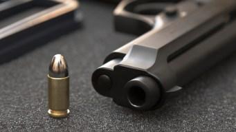 Encuentran pistola en plantel educativo en Richmond