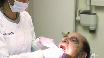 Cómo visitar al dentista sin seguro médico