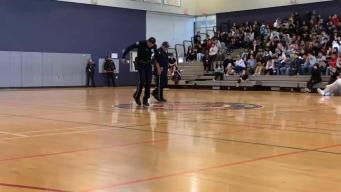 Oficiales se enfrentan contra estudiantes en batalla de baile en SJ