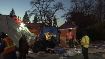 Desalojan campamento de desamparados en Oakland