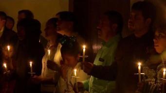 Feligreses católicos celebran el Sábado de Gloria en SJ