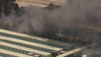 Incendio destruye decenas de depósitos en la Bahía