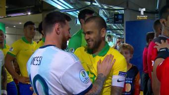 El emotivo abrazo entre Leo Messi y Dani Alves en Copa América