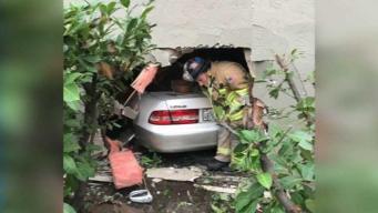 Auto se incrusta en edificio en Walnut Creek
