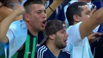 Fan de Argentina rompe en llanto al interpretar su himno en el Mineirao