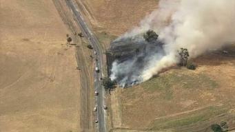 Bomberos intentan controlar incendio en Concord