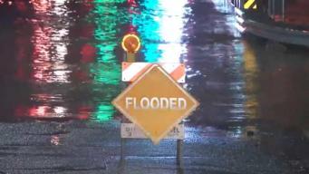Escuelas y carreteras cerradas por inundaciones