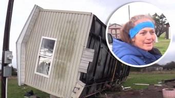Mujer se salva de milagro tras volcadura de vivienda