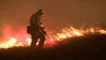 Bombero muere en incendio al norte de la Bahía