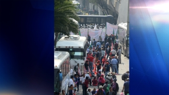Campesinos intentan boicot a desfile de la Revolución