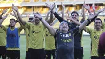 Maradona despliega su magia en una inusual práctica